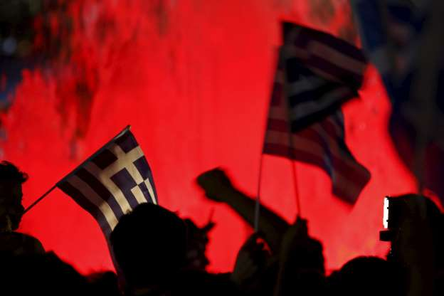 "© REUTERS/Yannis Behrakis ""No"" supporters wave Greek national flags on the main Constitution (Syntagma) square in Athens, Greece July 5, 2015."