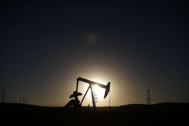 © REUTERS/Lucy Nicholson/Files A pump jack is seen at sunrise near Bakersfield